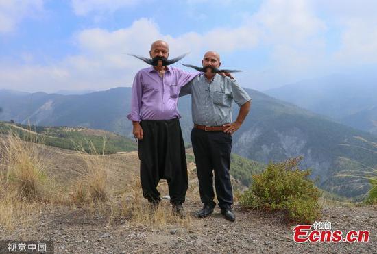 在土耳其留着长胡子的表兄弟