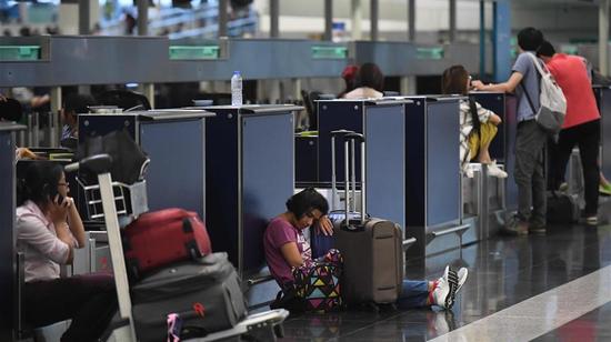 Passengers stranded in the Hong Kong International Airport. /Xinhua Photo