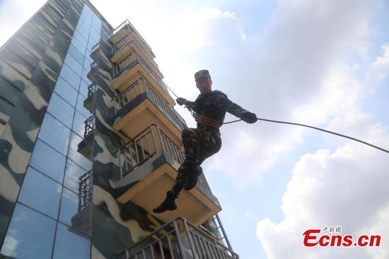 Guangxi armed police undertake anti-terrorism training