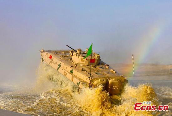 在军队运动会上举行的Suvorov Attack接力赛