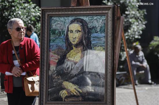 用塑料袋制成的艺术品在巴西圣保罗展出