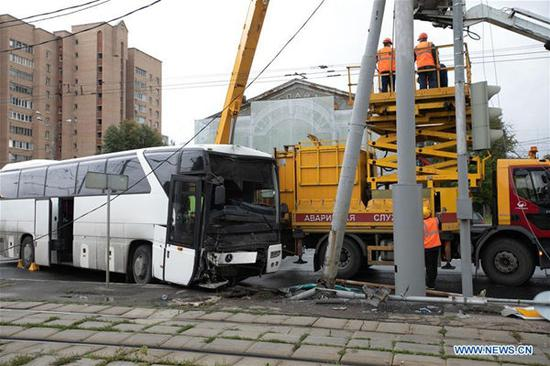 Photo taken on Aug. 18, 2019 shows the site of a bus accident in Moscow, Russia. The bus carrying Chinese tourists crashed into a traffic signal pole in east Moscow on Sunday. (Xinhua/Bai Xueqi)
