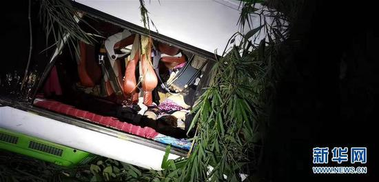 13 dead, 2 missing after bus carrying Chinese tourists crashes in Laos