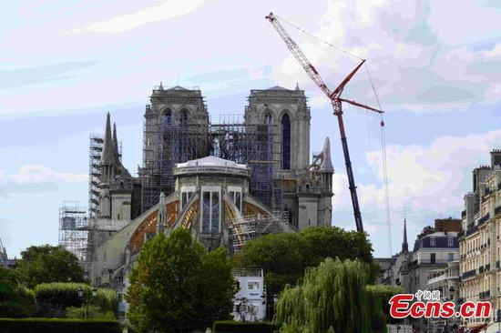 Notre Dame construction resumes with anti-contamination measures