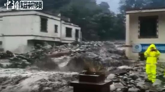 Rain-triggered mudslide hits Wenchuan