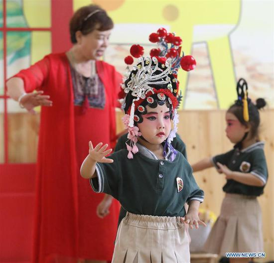 Kids dressed up to perform local opera in kindergarten in Hebei