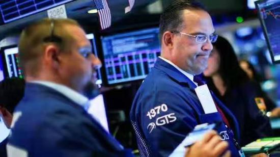 U.S. stocks close lower amid earnings, recession fears