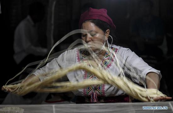 In pics: night fair in Kashgar, northwest China's Xinjiang
