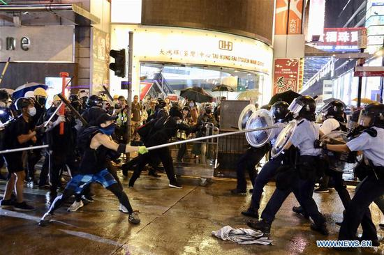 Radical protesters attack police officers in Tsuen Wan, in the western New Territories of south China's Hong Kong, Aug. 25, 2019. Radical protesters block various roads, hurl bricks and stones at police officers in the protest. (Xinhua/Lui Siu Wai)