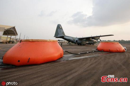 巴西军用飞机与烈火作战,亚马逊地区新起大火