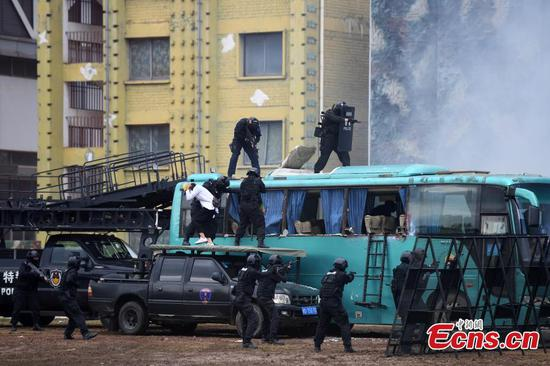 Special police in Guangxi show emergency response skills