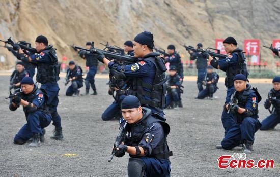 Jiangxi special police show emergency response skills