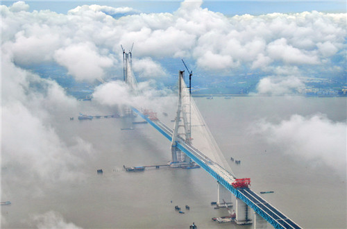 Massive road-rail bride under construction over Yangtze River