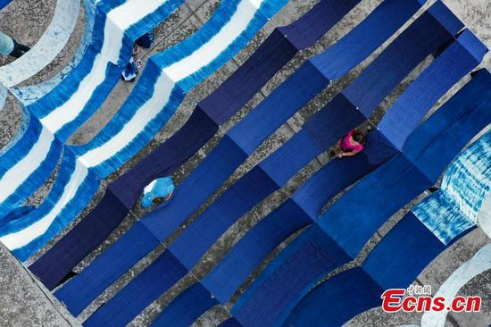 Traditional craft in Guizhou helps people shake off poverty