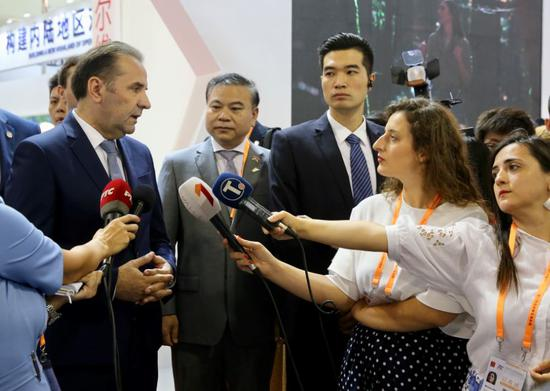 Deputy Prime Minister of Serbia Rasim Ljajic answers reporters' questions at the opening ceremony of the 2019 China International Fair for Investment and Trade in Xiamen, Fujian province, on Sunday. (Photo by Hu Meidong/China Daily)