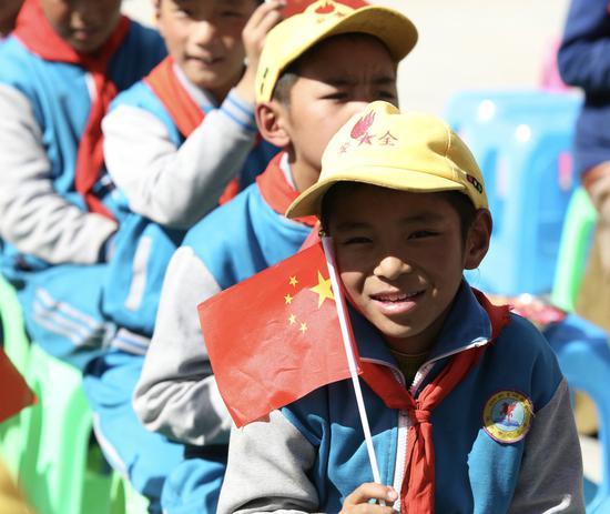 藏族村民庆祝中秋佳节