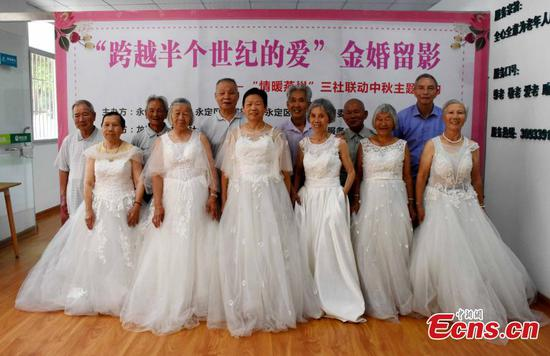 Couples married for 50 years take wedding dress photo for first time