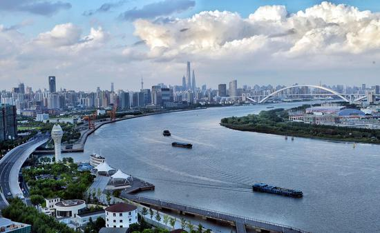 Photo taken on Sept. 8, 2015 shows an aerial view of one section of Huangpu River in east China's Shanghai Municipality. (Xinhua/Cheng Zixie)