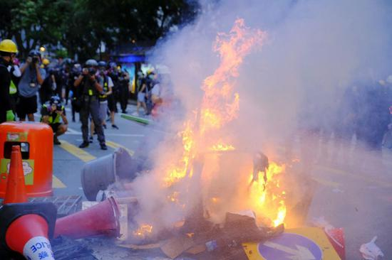 Rioters set fire in Wan Chai of Hong Kong, south China, Sept. 15, 2019. (Xinhua)