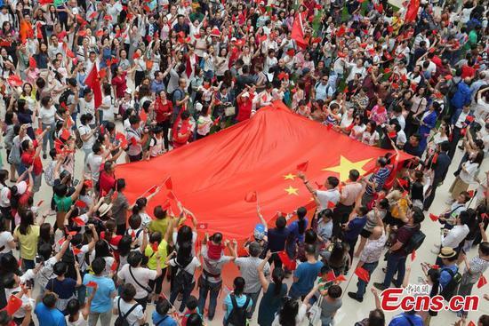 Flash mob sings national anthem in Hong Kong