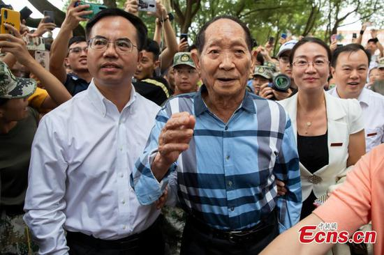 Yuan Longping, 'father of hybrid rice,' attends university's opening ceremony