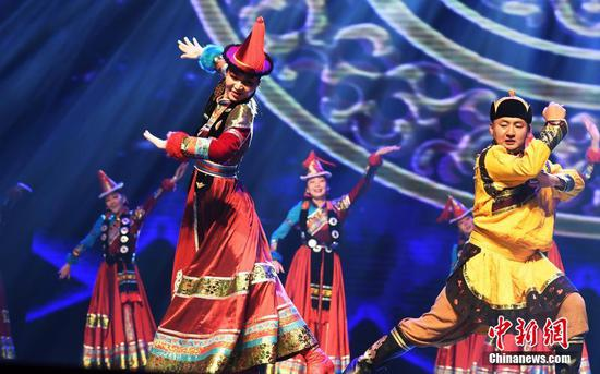 'Cavalry on the grassland' performs in Lanzhou
