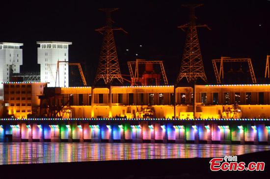 Massive dam on Yangtze River lit up at night for first time