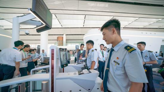 China Eastern Airlines rolls out smart service for Beijing's new airport