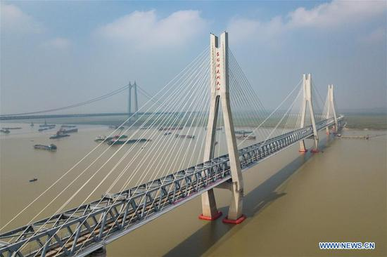 New bridge over Dongting Lake on Haoji Railway line in Hunan