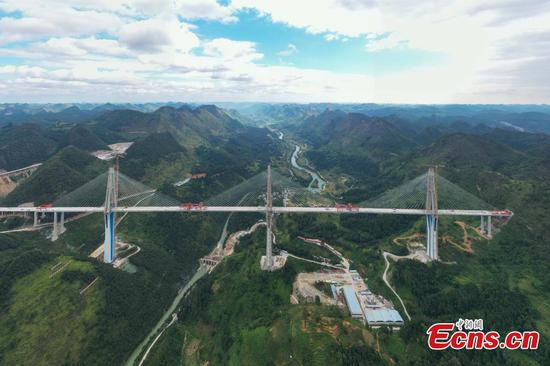 Colossal Pingtang Bridge taking shape in Guizhou