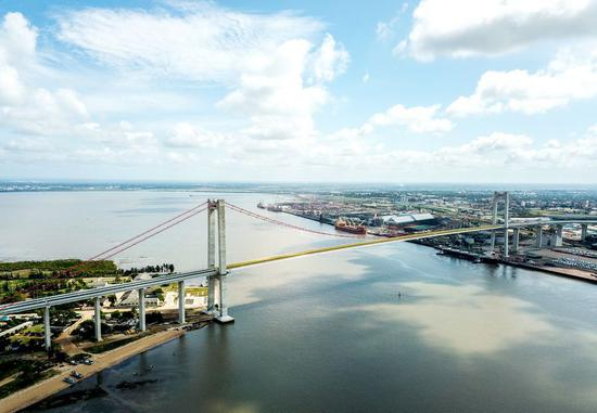 Aerial photo taken on April 8, 2019 shows the Maputo Bay Bridge in Maputo, Mozambique. The bridge was built by the China Road and Bridge Corporation. (Xinhua/Zhang Yu)