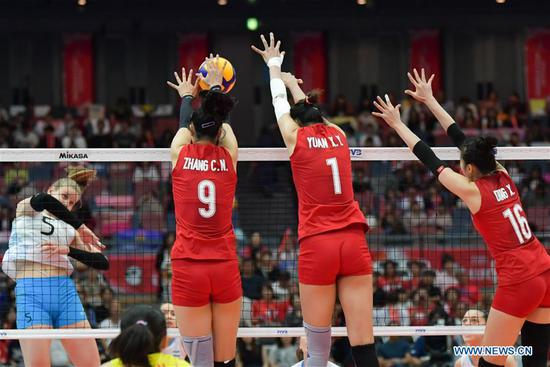 Zhang Changning (L), Yuan Xinyue (C) and Ding Xia (R) of China block during the Round Robin match between China and Argentina at the 2019 FIVB Women's World Cup in Osaka, Japan, Sept 29, 2019. [Photo/Xinhua]