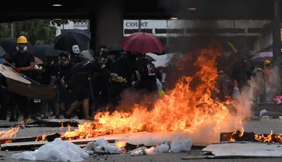 Rioters set fire outside government headquarters complex in Admiralty in south China's Hong Kong, Oct. 1, 2019. (Xinhua)