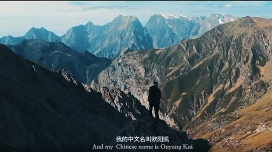 (China and I) An American makes adventures to great rivers and mountains of China