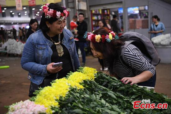 Overseas reporters on media tour of China's border areas