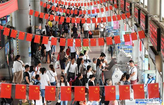Transportation hubs see peak for return trips on last day of National Day holiday in Nanning