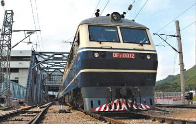 Guangzhou-Kowloon train halts service