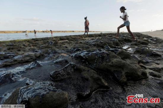 Oil spill becomes new environmental crisis for Brazil