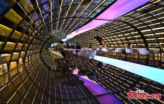 Striking new bookstore near the West Lake becomes an attraction
