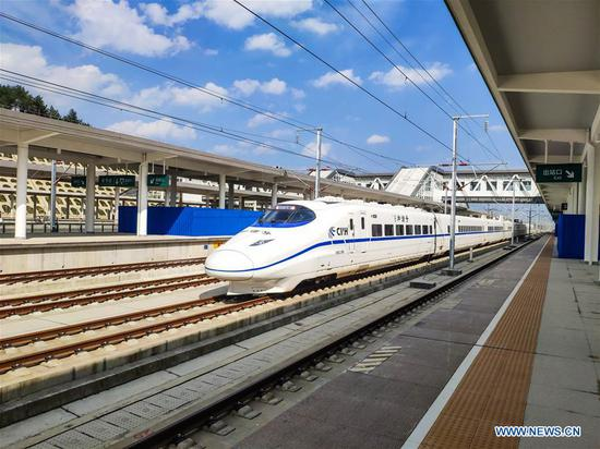 Bullet train conducts test run on Xingwen-Guiyang section of Chengdu-Guiyang railway