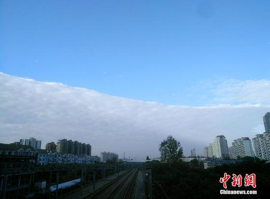 Rare weather phenomenon hits Shanghai