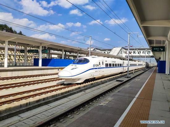A bullet train passes Bijie Railway Station during a test run on the Xingwen-Guiyang section of the Chengdu-Guiyang railway in southwest China's Guizhou Province, Oct. 9, 2019. (Xinhua/Tao Liang)