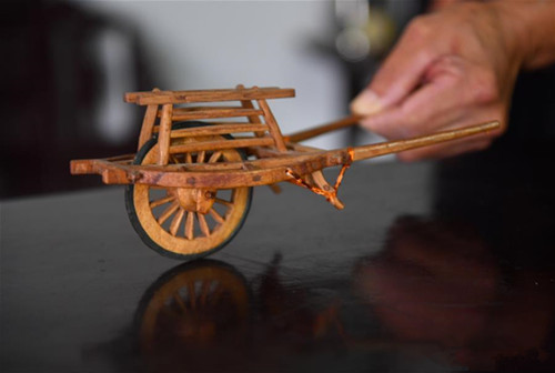 An old man crafts miniatures to recall China's farmland memories
