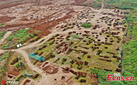 Hundreds of tombs found at Xi'an construction site
