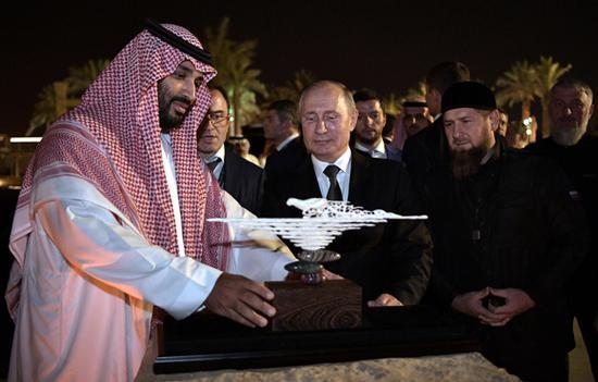 Saudi Arabia, Russia sign key cooperation agreements