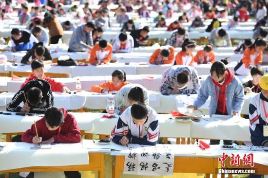 China promotes literary, art volunteer services
