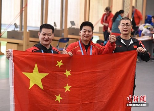 The Chinese team won the first gold medal of the 7th International Military Sports Council (CISM) Military World Games in the 25-m military rapid fire pistol men of the shooting. (File photo/China News Service)