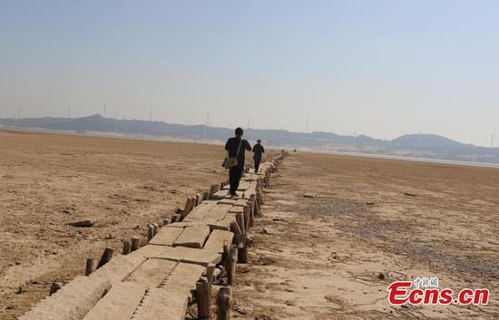 Ancient stone bridge uncovered in China after Poyang Lake dries up