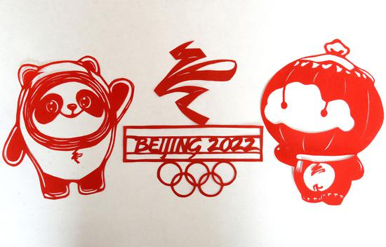Artist makes paper-cut artworks for Beijing 2022 Winter Olympics
