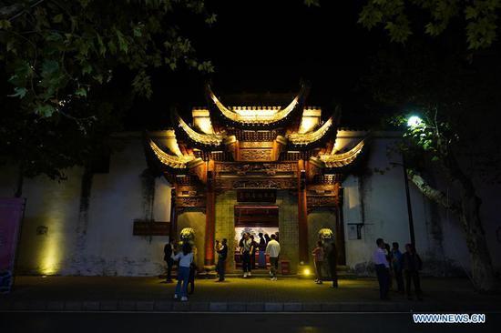Traditional performances staged at Wuwang Temple in Jingdezhen, Jiangxi